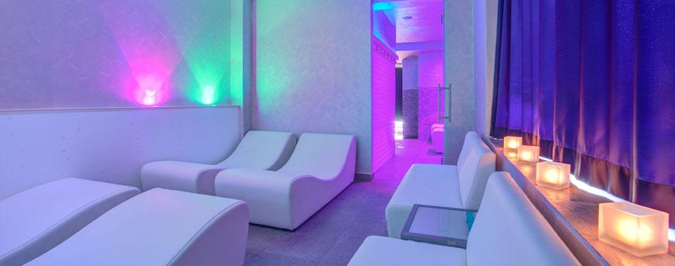 Ferretti beach hotel spa rimini fronte mare for Turco arredamenti offerte